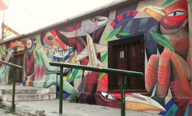 Fresque à Valparaiso, colline de l'Artillerie, aérosol et peinture, dimensions 10 x 3 mètres